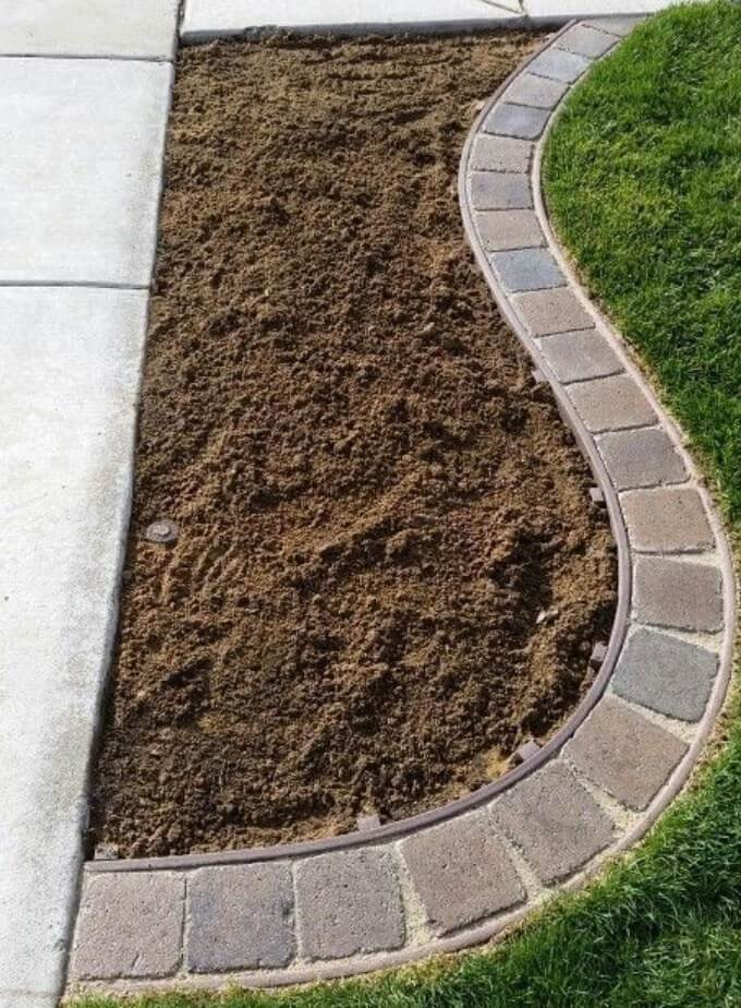 Concrete and Pavers Lawn Edging | Garden Edging Ideas | DIYMorning.com