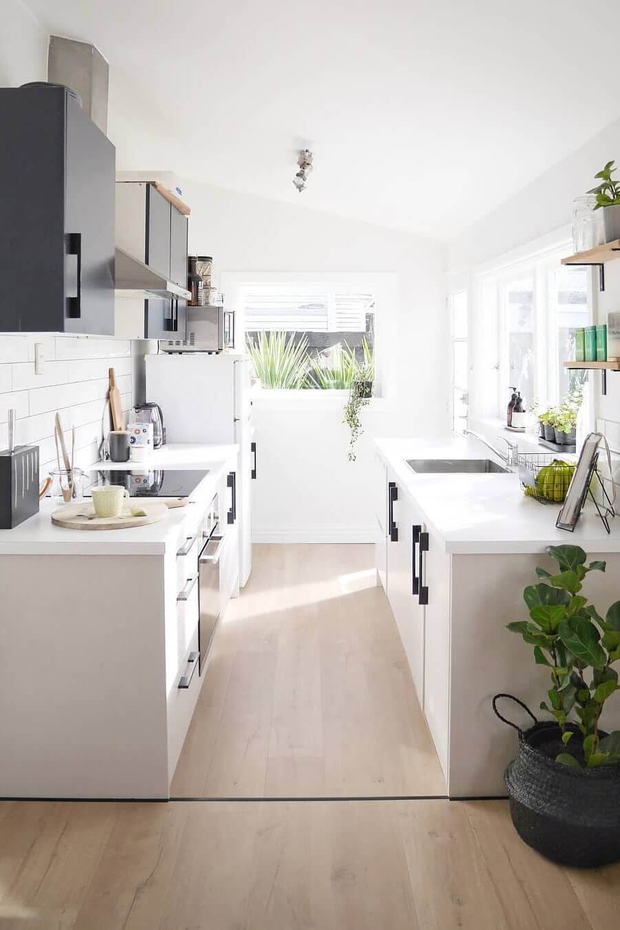 Galley Kitchen: 41+ Best Galley Kitchen Designs & Ideas For Rooms Of All