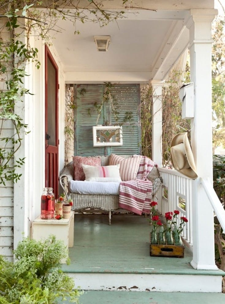 Best Vintage Porch Decor Ideas #15