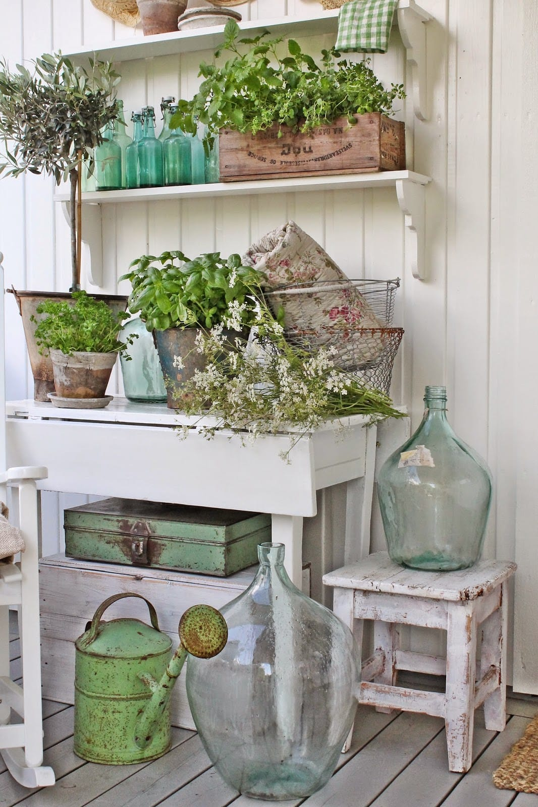 Best Vintage Porch Decor Ideas #21