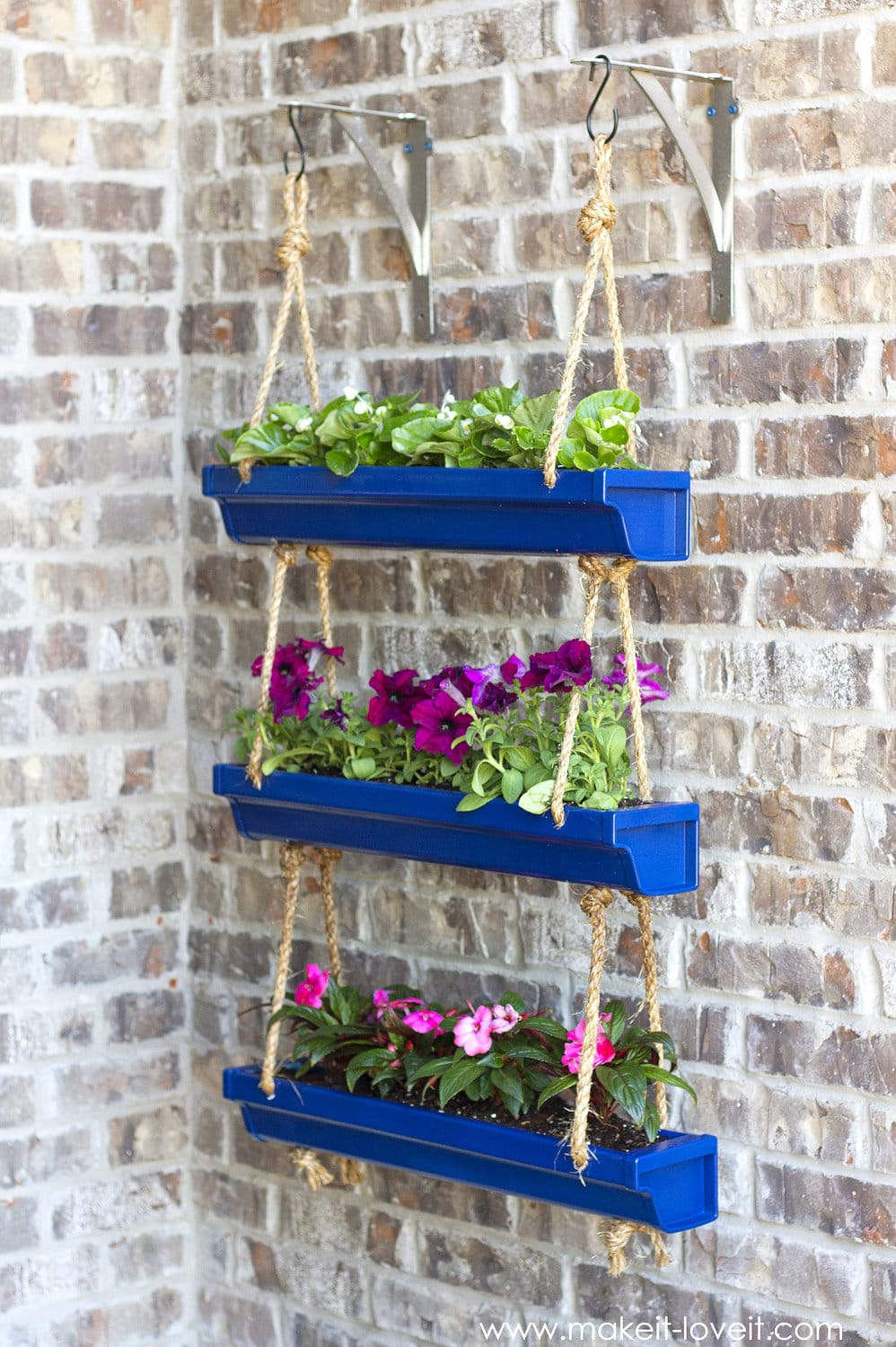 Best DIY outdoor hanging planter ideas and designs #24