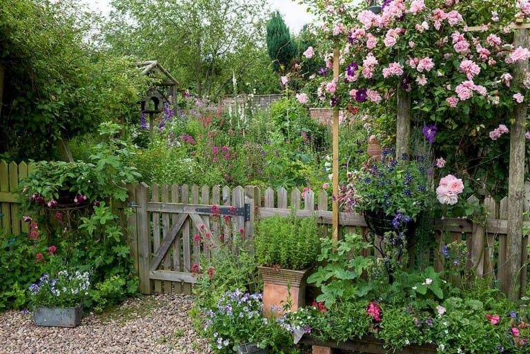 Best cottage style garden ideas for landscaping #39