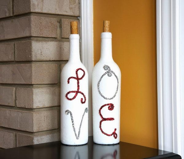 Paint the bottle for Valentine's Day decoration